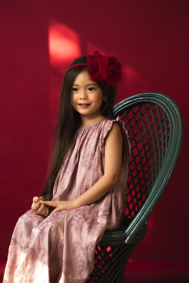 Công chúa lai nhà Đoan Trang xinh đẹp hút hồn qua ống kính cậu ruột - Ảnh 2.