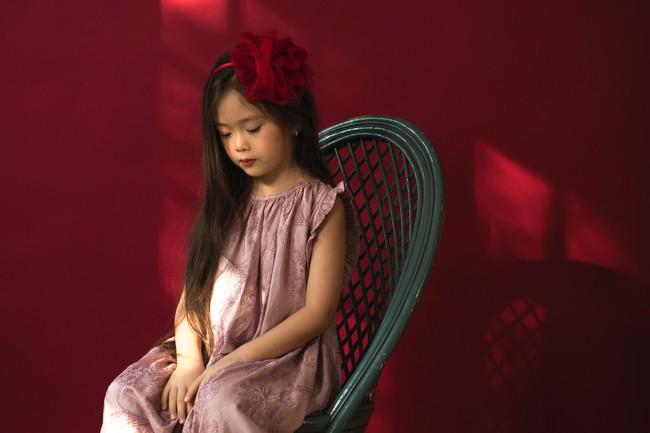 Công chúa lai nhà Đoan Trang xinh đẹp hút hồn qua ống kính cậu ruột - Ảnh 4.