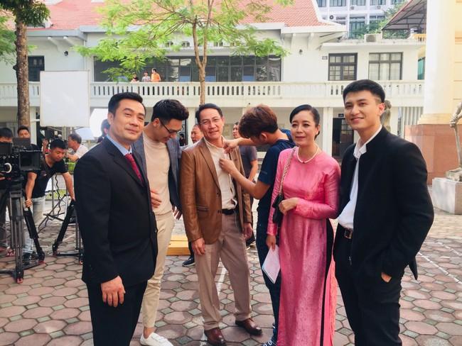 Rộ tin Huỳnh Anh thường xuyên đi trễ, bắt đoàn phim Chạy trốn thanh xuân đợi hơn 2 tiếng  - Ảnh 4.