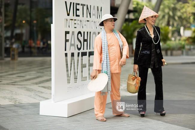 Street style ngày 1 của Tuần lễ thời trang: Ai không biết lại tưởng giới trẻ Việt chơi Halloween sớm tận nửa năm - Ảnh 12.