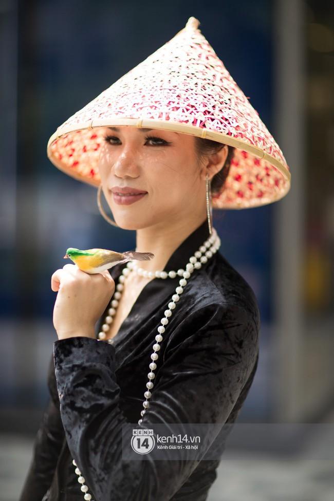 Street style ngày 1 của Tuần lễ thời trang: Ai không biết lại tưởng giới trẻ Việt chơi Halloween sớm tận nửa năm - Ảnh 13.