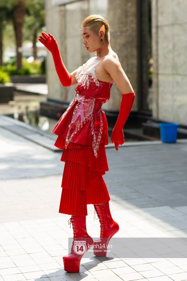 Street style ngày 1 của Tuần lễ thời trang: Ai không biết lại tưởng giới trẻ Việt chơi Halloween sớm tận nửa năm - Ảnh 5.