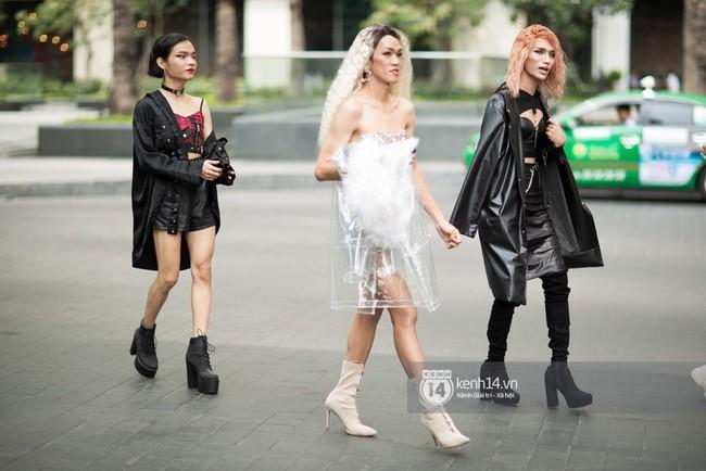 Street style ngày 1 của Tuần lễ thời trang: Ai không biết lại tưởng giới trẻ Việt chơi Halloween sớm tận nửa năm - Ảnh 7.