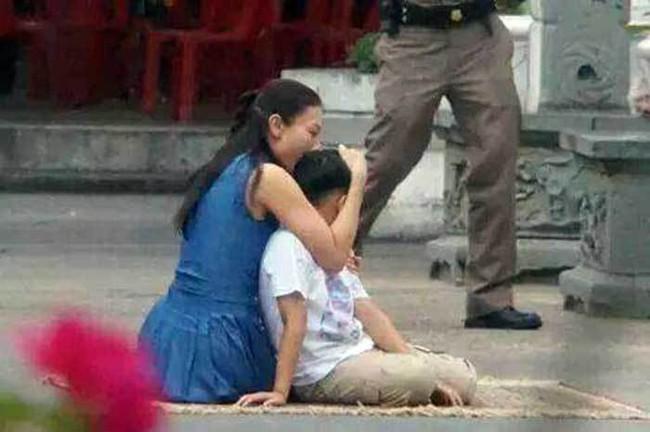 Cuộc sống của Hoàng tử nhỏ và Vương phi Thái Lan bị phế truất giờ ra sao sau 5 năm hai mẹ con bị chia tách khiến nhiều người xót xa? - Ảnh 2.