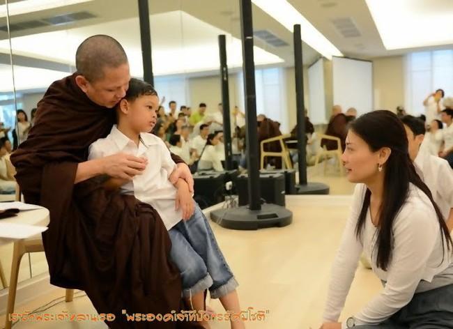 Cuộc sống của Hoàng tử nhỏ và Vương phi Thái Lan bị phế truất giờ ra sao sau 5 năm hai mẹ con bị chia tách khiến nhiều người xót xa? - Ảnh 5.