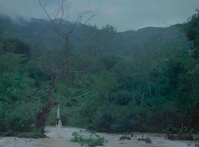 Sốc với cảnh nóng húp lòng đỏ trứng gà trên... bụng nữ diễn viên trong phim của Maya nói về phụ nữ Việt thời xưa - Ảnh 6.