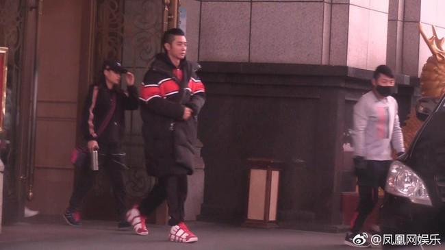 Drama ngoại tình hot nhất Cbiz: Không có bà cả, tiểu tam mặc sẵn đồ ngủ chờ sao nam Hoa Thiên Cốt quay phim về - Ảnh 4.