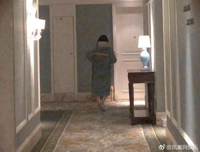 Drama ngoại tình hot nhất Cbiz: Không có bà cả, tiểu tam mặc sẵn đồ ngủ chờ sao nam Hoa Thiên Cốt quay phim về - Ảnh 8.