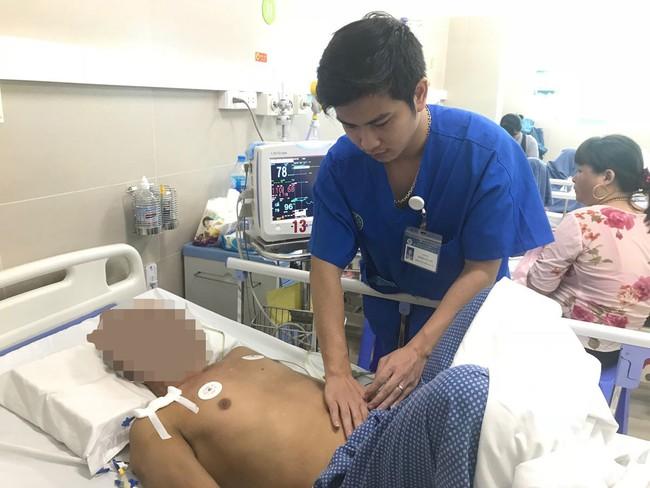 Cấp cứu thành công một nam giới bị vỡ u gan đa ổ, mất máu bằng can thiệp nút mạch gan - Ảnh 1.