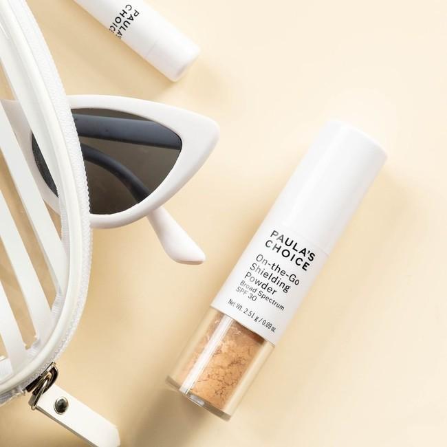 Bước thoa lại kem chống nắng sẽ tiện lợi, duyên dáng và sang hơn nếu bạn thay thế bằng sản phẩm chống nắng dạng bột - Ảnh 5.