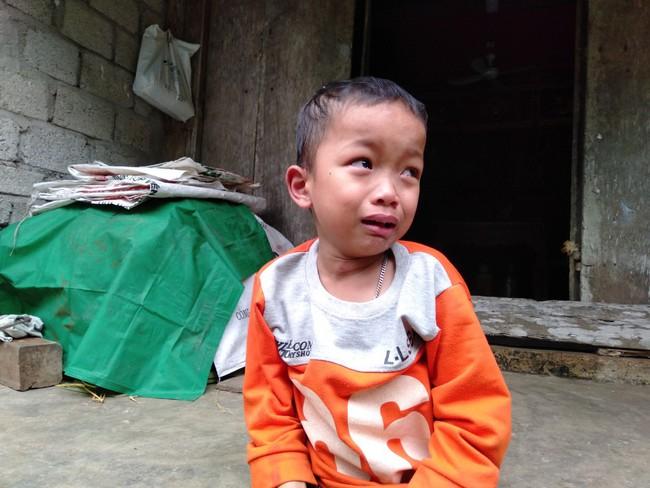Nước mắt của bé trai 4 tuổi có mẹ bị liệt toàn thân: Cháu không dám đi học vì sợ khi về không còn nhìn thấy mẹ nữa - Ảnh 7.