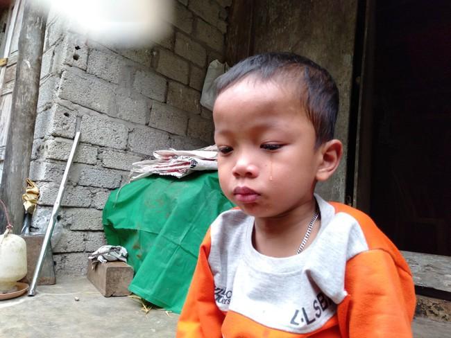 Nước mắt của bé trai 4 tuổi có mẹ bị liệt toàn thân: Cháu không dám đi học vì sợ khi về không còn nhìn thấy mẹ nữa - Ảnh 8.