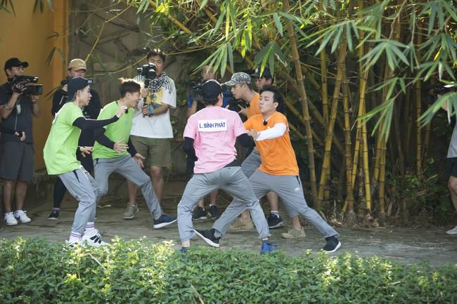 Khát máu ở Running Man, Trấn Thành bị Jun Phạm - Liên Bỉnh Phát chơi dơ hội đồng xé bảng tên - Ảnh 3.