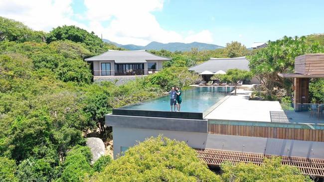 Cường Đô La đưa Đàm Thu Trang đi nghỉ lễ ở resort 6 sao, dân mạng không ngừng bàn tán về giá tiền phòng trên trời - Ảnh 2.