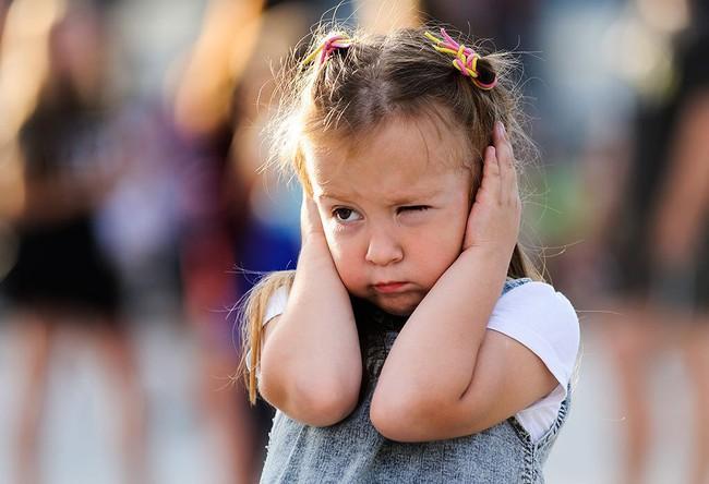 Lời khuyên chuẩn xác của chuyên gia về việc nuôi dạy trẻ nhạy cảm mà không khiến chúng bị tổn thương - Ảnh 2.