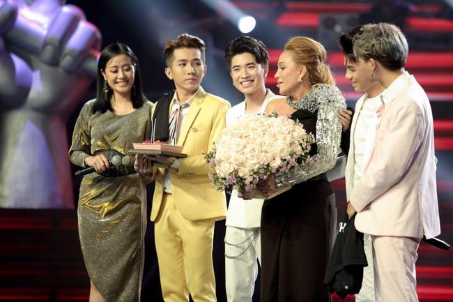 """The Voice 2019 mở màn: Thanh Hà bị Tuấn Ngọc gọi là gà mái, bất ngờ với chiếc ghế """"không giống ai"""" của Hồ Hoài Anh - Ảnh 9."""