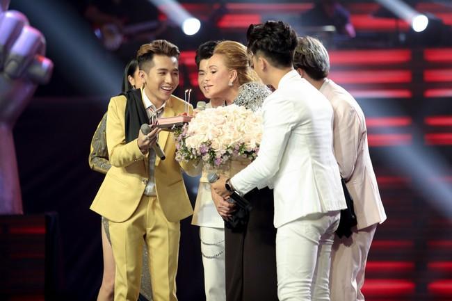 """The Voice 2019 mở màn: Thanh Hà bị Tuấn Ngọc gọi là gà mái, bất ngờ với chiếc ghế """"không giống ai"""" của Hồ Hoài Anh - Ảnh 8."""