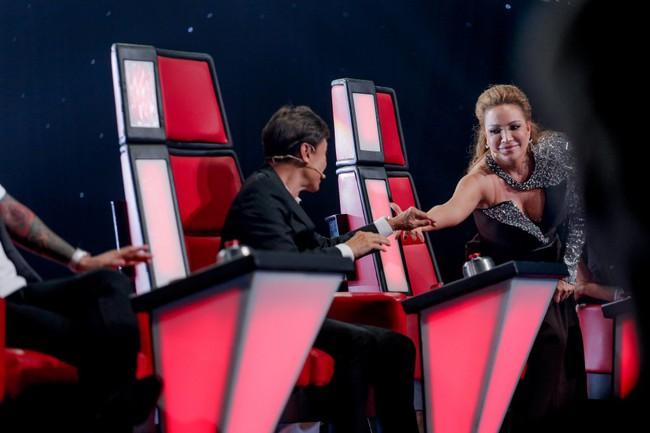 """The Voice 2019 mở màn: Thanh Hà bị Tuấn Ngọc gọi là gà mái, bất ngờ với chiếc ghế """"không giống ai"""" của Hồ Hoài Anh - Ảnh 2."""