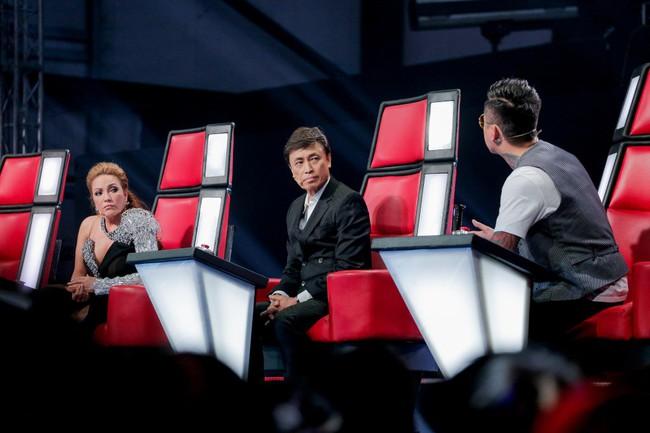 """The Voice 2019 mở màn: Thanh Hà bị Tuấn Ngọc gọi là gà mái, bất ngờ với chiếc ghế """"không giống ai"""" của Hồ Hoài Anh - Ảnh 3."""