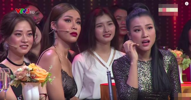Hoa hậu Hương Giang lấy tay che ngực trước chàng trai tuyên bố bị bệnh lao nhưng thấy gái đẹp là lao vào - Ảnh 2.