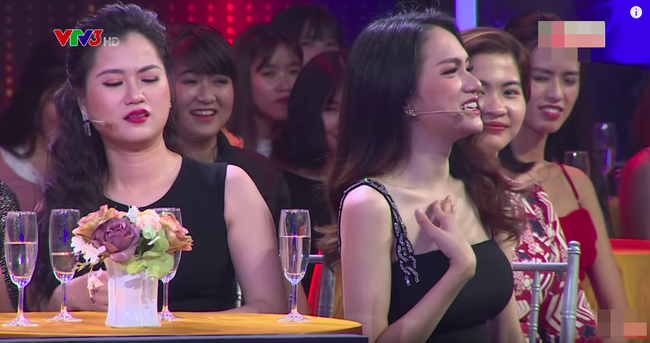 Hoa hậu Hương Giang lấy tay che ngực trước chàng trai tuyên bố bị bệnh lao nhưng thấy gái đẹp là lao vào - Ảnh 4.