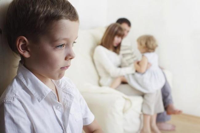 Đây là những điều cha mẹ rất nên lưu ý đến mỗi khi phải ra tay xử lý tính độ kỵ ở con nhỏ - Ảnh 2.