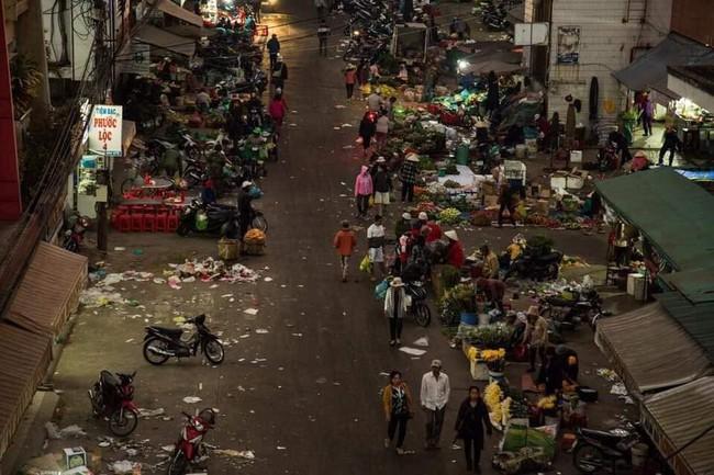 Đà Lạt ngập trong biển rác thải sau kỳ nghỉ lễ, nhìn cảnh tượng nhếch nhác khiến nhiều người sốc nặng - Ảnh 4.