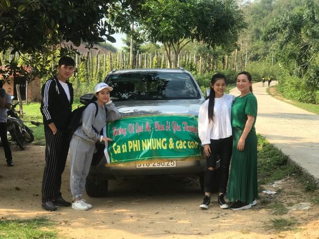 Sinh nhật tuổi 47, Phi Nhung không tổ chức tiệc xa hoa mà làm điều bình dị, ấm lòng này cho quê hương - Ảnh 1.