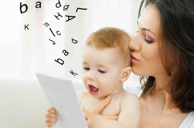 Những giai đoạn tập nói của trẻ và cách phát hiện sớm để giảm nguy cơ trẻ chậm nói các mẹ nên lưu ý nhé - Ảnh 1.