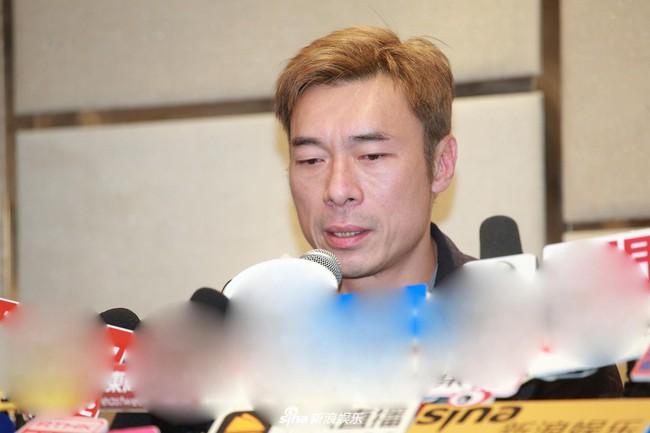 Vụ ngoại tình chấn động TVB: Toàn cảnh buổi xin lỗi của Hứa Chí An, cúi gập người khóc lóc thừa nhận vụng trộm với Á hậu Hong Kong - Ảnh 1.