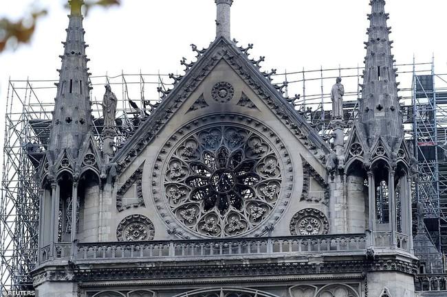 Vương miện gai của Chúa Giê-su cùng các bảo vật khác vẫn được giữ nguyên vẹn một cách kỳ diệu sau ngọn lửa hung tàn bao trùm Nhà thờ Đức Bà Paris - Ảnh 6.