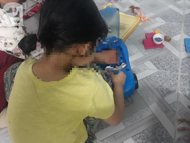TP.HCM: Người mẹ đau đớn làm đơn tố cáo gã xe ôm xâm hại con gái 5 tuổi: Con bé nói ông ấy làm nó đau lắm... - Ảnh 2.