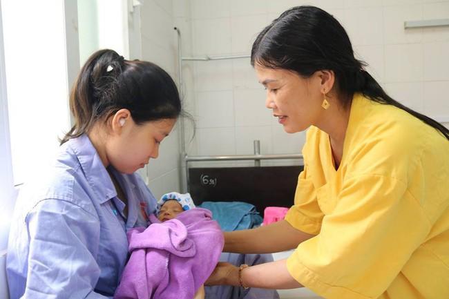 Cứu sống con, bảo toàn tử cung cho sản phụ bị rau bong non thể nặng - Ảnh 1.