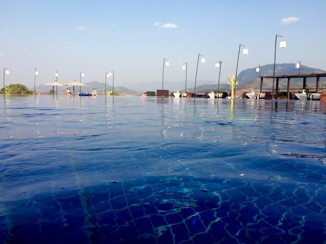 Top bể bơi vô cực đẹp nhất châu Á: Một khách sạn ở Cam Ranh được vinh danh, không thua kém đại diện từ Bali hay Maldives - Ảnh 4.