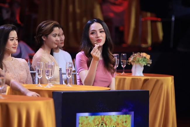 Hoa hậu Hương Giang gục ngã, xin được ở tù chung thân vì soái ca Bộ Công an  - Ảnh 5.