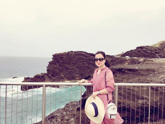 Á hậu Huyền My đi Hàn Quốc công tác, khoe ảnh xinh nhưng tất cả dồn chú ý vào nhan sắc người mẹ U50 - Ảnh 11.
