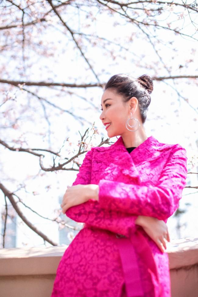Hoa hậu Hà Kiều Anh khoe dáng thon gọn, rạng rỡ bên con gái cưng ở Hàn Quốc - Ảnh 9.