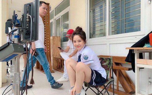 Clip hot girl Trâm Anh bật khóc trong bộ phim vừa bị cắt vai diễn - Ảnh 2.