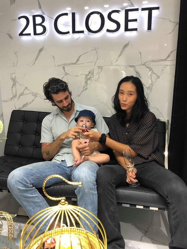 Hình ảnh hiếm hoi của con trai và chồng Tây đẹp như soái ca của người mẫu Trang Khiếu  - Ảnh 2.