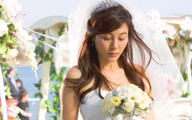 Mặc váy cưới xuất hiện trong hôn lễ của người yêu cũ, cô gái khiến họ hàng hai bên nhận ra bộ mặt thật của chú rể - Ảnh 2.