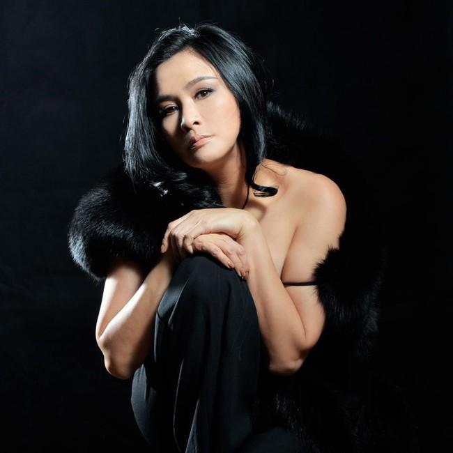 Đường hôn nhân của 4 Diva Việt: Người xấu lạ thì yên ổn với cuộc hôn nhân duy nhất, người hồng nhan thì lận đận truân chuyên để tuổi 50 vẫn cô đơn - Ảnh 4.