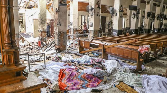 Ám ảnh vụ nổ bom hàng loạt giết chết hơn 200 người ở Sri Lanka: Danh tính nạn nhân được xác nhận, nhiều gia đình tan nát, tiếng khóc ai oán ở khắp nơi - Ảnh 2.