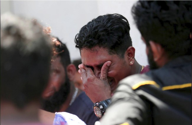 Ám ảnh vụ nổ bom hàng loạt giết chết hơn 200 người ở Sri Lanka: Danh tính nạn nhân được xác nhận, nhiều gia đình tan nát, tiếng khóc ai oán ở khắp nơi - Ảnh 5.