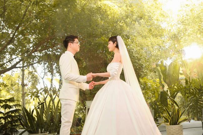 Hiền Hồ diện váy cưới xinh đẹp, trở thành cô dâu của Bùi Anh Tuấn - Ảnh 7.