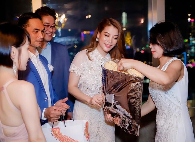 Bị đồn sắp đám cưới lần 2, Trương Ngọc Ánh vẫn bình thản khoe nhan sắc của gái một con - Ảnh 3.