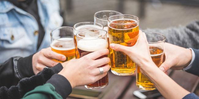 Người Việt tiêu gần 4 tỷ USD tiền bia một năm: Bộ Y tế đưa ra luật bia rượu - Ảnh 1.