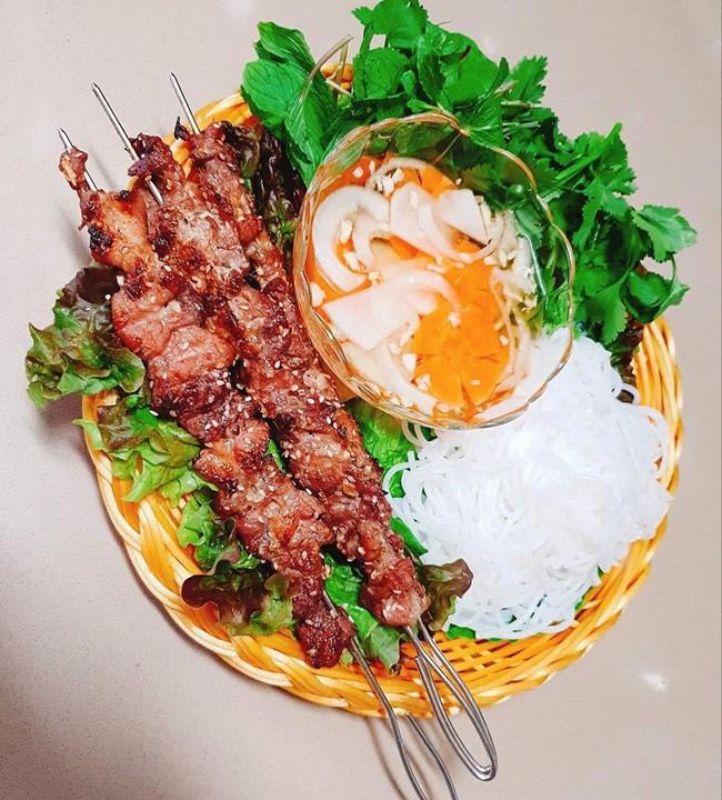 Mẹ Việt ở Hàn Quốc khiến cộng đồng mạng nức nở ngưỡng mộ vì nấu món Việt chuẩn ngon quá đỗi - Ảnh 2.