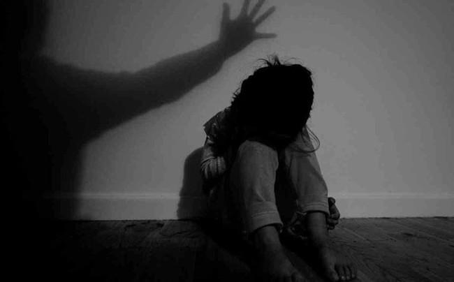 Lào Cai: Thầy giáo bị tố khiến nữ sinh 13 tuổi mang bầu - Ảnh 1.