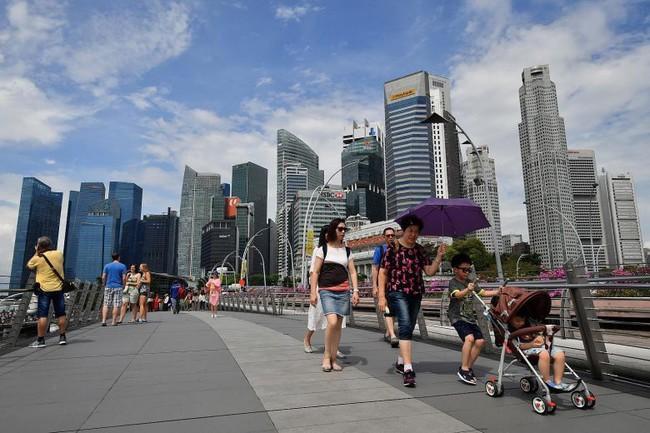 Nổi tiếng sạch nhất thế giới nhưng người dân Singapore ngày càng lười và ở bẩn, ăn xong đến khay cũng không thèm dọn - Ảnh 3.