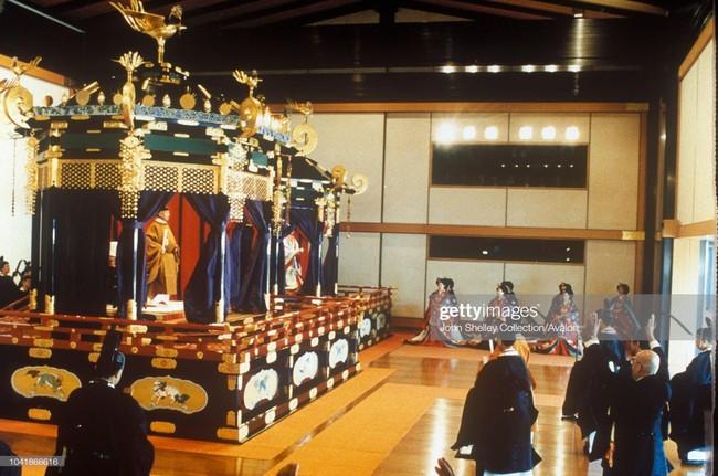 Hôm nay Nhật hoàng Akihito chính thức thoái vị, cùng nhìn lại những khoảnh khắc không thể nào quên khi ông đăng quang 30 năm trước - Ảnh 7.